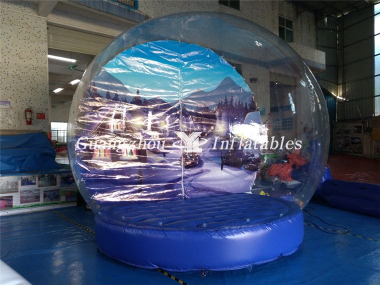 store diaplay snow globes